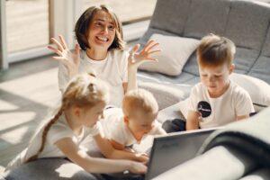 Mutter mit 3 Kindern